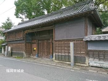 八幡小路 武家屋敷門.jpg