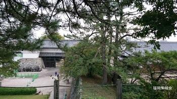 天守台からの眺め 鯱の門.jpg
