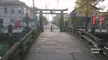 太鼓橋より参道を見る.jpg