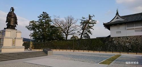 鍋島直正公 銅像と鯱の門 1.jpg