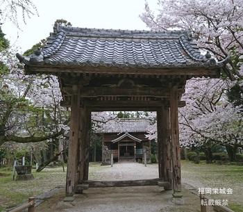 長瀬天満宮の四柱門.jpg