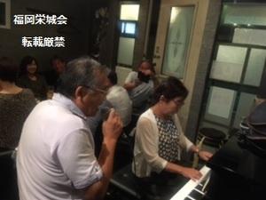 ピアノ伴奏で熱唱.jpg