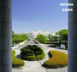 佐賀県庁 旧館2階ホールより外を見る.jpg