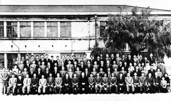 昭和39年教職員集合写真.jpg