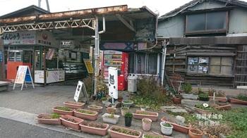 貫通道路 商店街の入り口.jpg