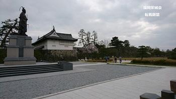 鍋島直正公 立像 鯱の門.jpg